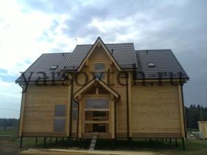 Дом из бруса на фундаменте из винтовых свай
