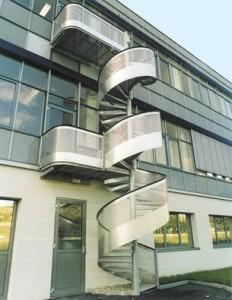 Лестница из перфорированного металла 2