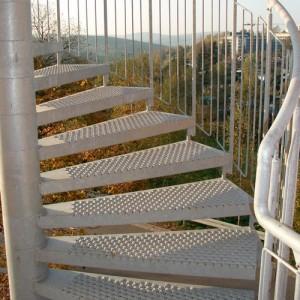 Лестница из перфорированного металла