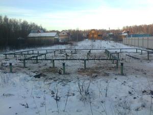 Фундамент на винтовых сваях зимой-2