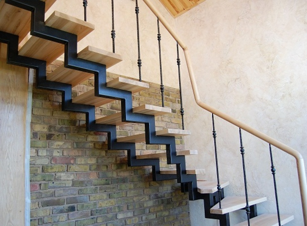 Изготовление лестницы из металла на второй этаж