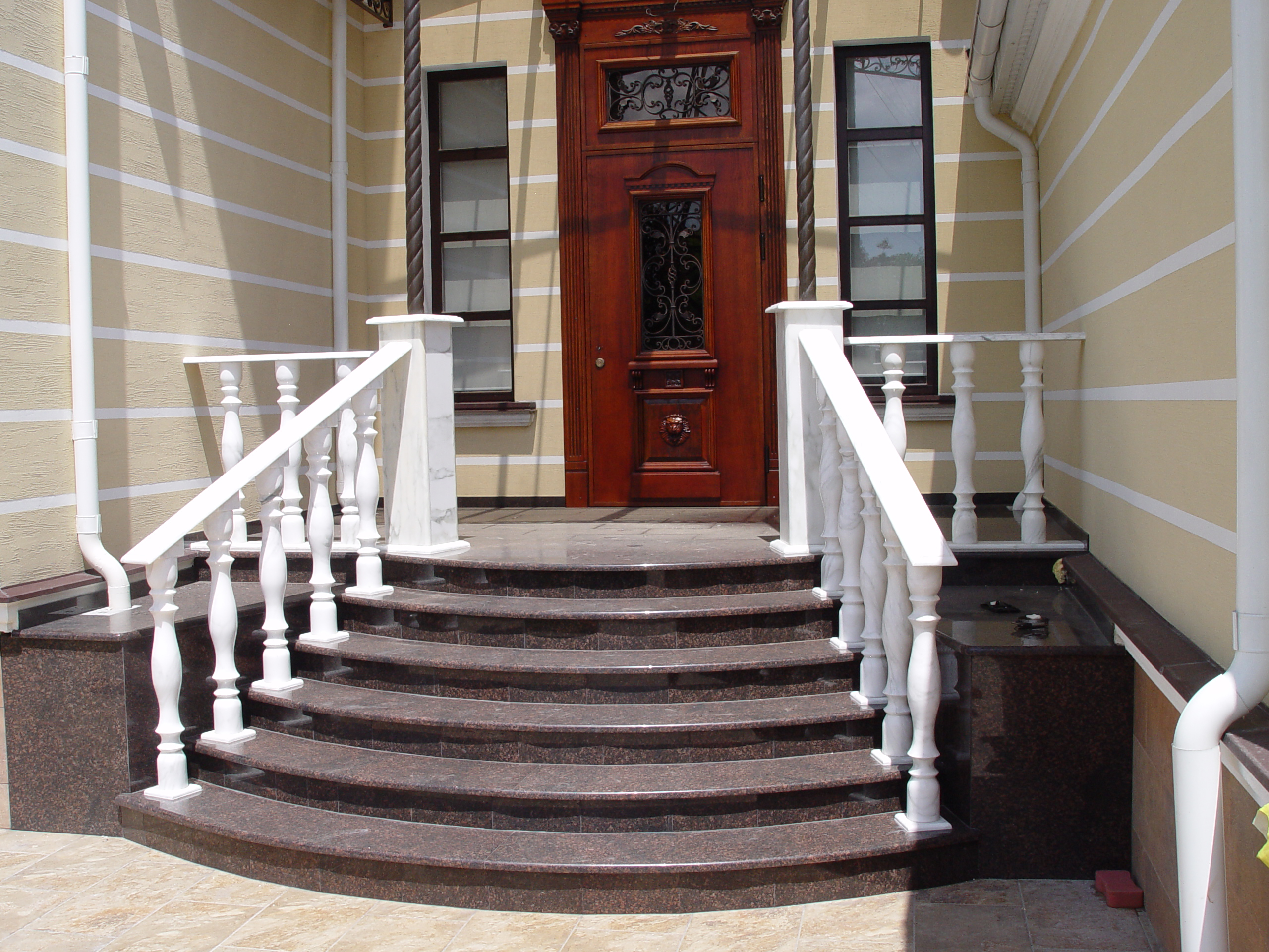 Лестницы для входа в дом